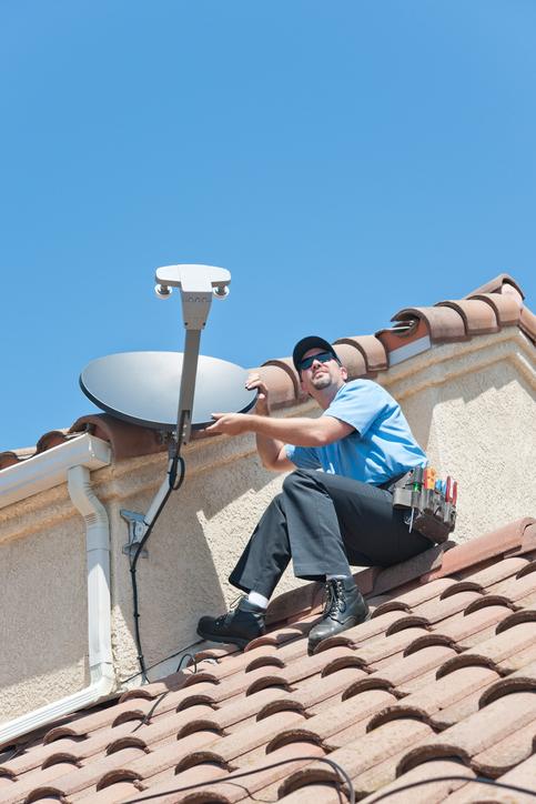directv satellite installer on roof